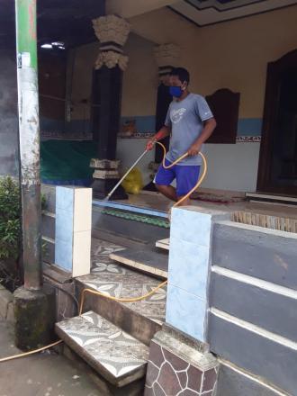 Penyemprotan Disinfektan Di Desa Alasangker